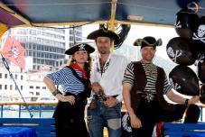 Экипаж Пиратской шхуны готов к отплытию. (Пиратская свадьба)