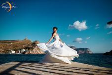 Свадьба на берегу в Крыму. Выездная регистрация брака в Крыму. Ведущая свадьбу